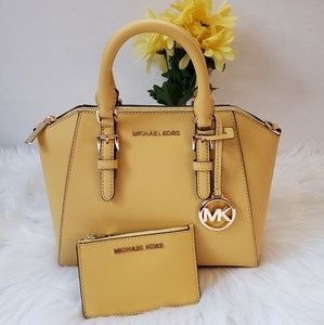 Nwts Michael Kors set great PRICES!